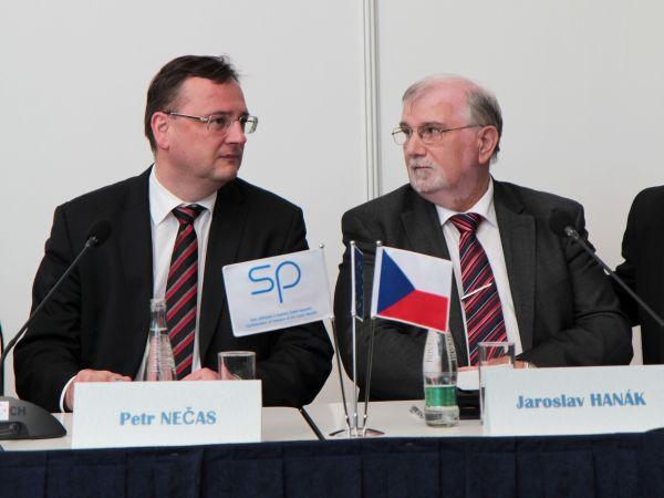 Premiér a prezident - Petr Nečas a Jaroslav Hanák na archivním snímku z MSV 2012 v Brně. Foto: Jan Homola