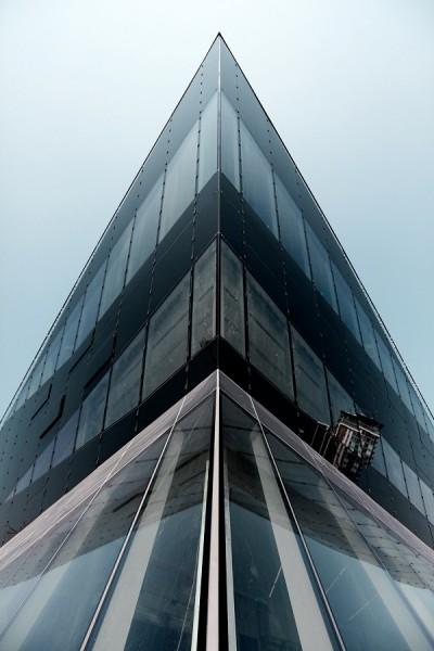 Budova Crystal se nachází v londýnských docích Royal Victoria Docks. Ne náhodou tak z některých úhlů může připomínat loď.