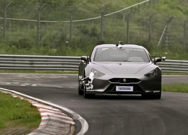 Furtive eGT se může se svým zrychlením z nuly na 100 km/h za 3,5 vteřiny a maximální rychlostí téměř 300 km/h směle měřit s klasickými supersportovními vozy