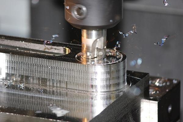 LNGX12 - frézování spirálovou interpolací
