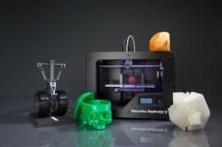 Replicator 2 od firmy Makerbot v současnosti představuje kvalitativní špičku mezi levnými stolními 3D tiskárnami v cenové relaci kolem dvou tisíc dolarů. Foto: Makerbot