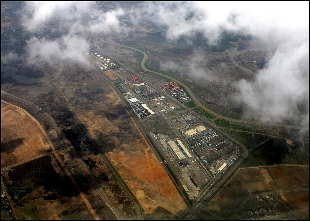 Průmyslová zóna poblíž města Mumbaj (dříve Bombaj). Foto: Abhisek Sarda