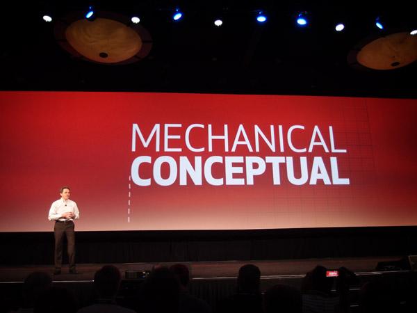 Šéf SolidWorksu Bertrand Sicot představuje novinku Mechanical Conceptual, horkou nejen svojí aktuálností. Foto: Jan Homola