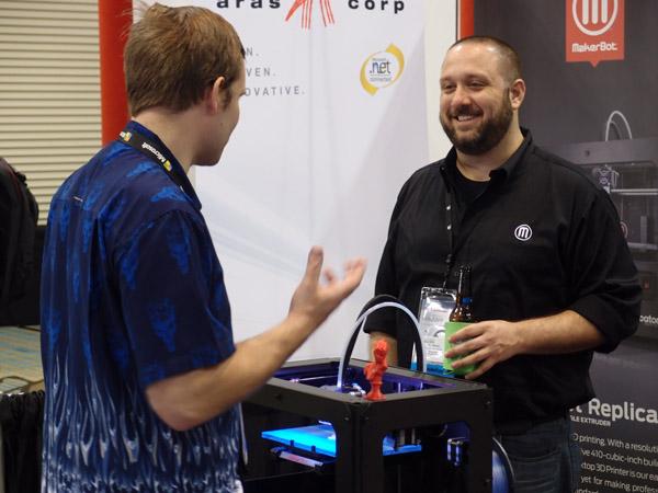 Na stánku firmy MakerBot je vždycky plno. V Orlandu se chlubí novinkou, kterou před pár dny představila na CES v Las Vegas. Foto: Jan Homola
