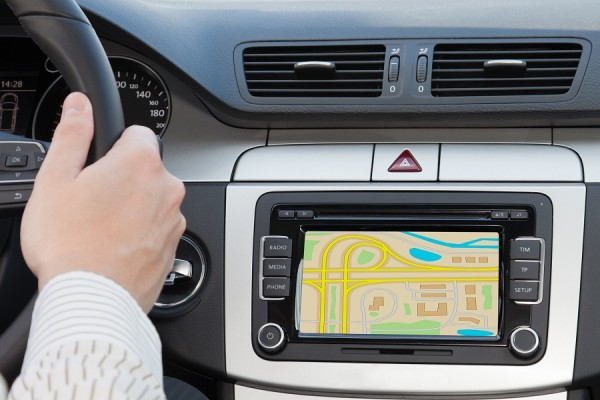 Místo aby jen ukázal cestu, bude počítač ve voze upozorňovat i na nebezpečí na silnici, změnu barvy semaforu či sníženou viditelnost.