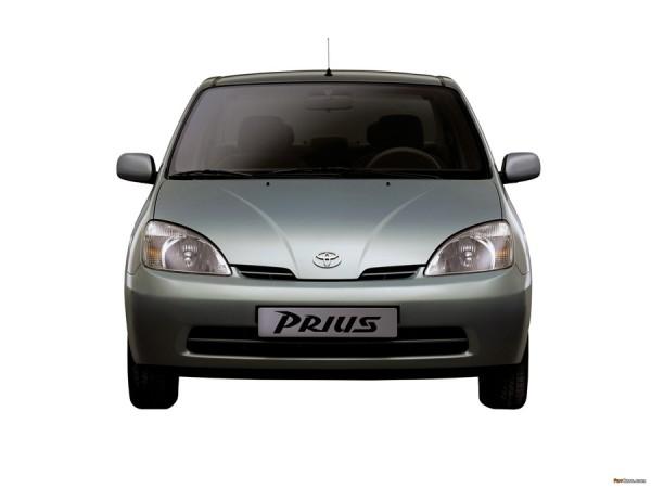 První verze hybridního automobilu Toyota Prius z roku 1997