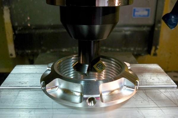 Vynikající produktivita dovoluje dílnám Ganassi Indy vyrábět titanové díly levněji než nakupovat alternativy z oceli.
