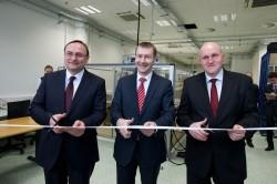 Vývojové a prototypové centrum otevřeli Eduard Palíšek, generální ředitel Siemens ČR, Klaus Helmrich, člen představenstva Siemens AG, a Vladimír Kulla, ředitel vývojového centra.