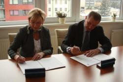 S Ekonomickou fakultou VŠB - Technické univerzity Ostrava byla podepsána smlouva o spolupráci, která by měla pomoci většímu propojení s praxí. Foto: VŠB