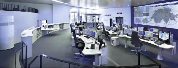Velín švýcarské rozvodné společnosti Swissgrid vypadá trochu jako z filmu. Nejmodernější technika je zde ovšem na místě - právě odsud je totiž spravován tok energie mezi Německem, Francií, Itálií, Rakouskem a Švýcarskem.