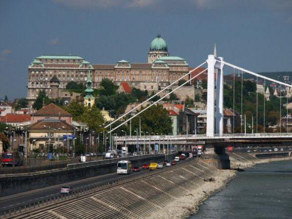 Elizabetin most v Budapešti. Zdroj: Stockfreeimages.com