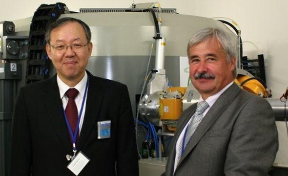 Korejský velvyslanec Hayong Moon s generálním ředitelem ÚJV Řež Karlem Křižíkem. Zdroj: ÚJV Řež