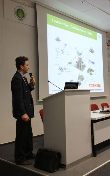 Miroslav Hladík v rámci své přednášky představil lithium-iontové baterie mateřské společnosti Toshiba Group. Foto: Markéta Gojná