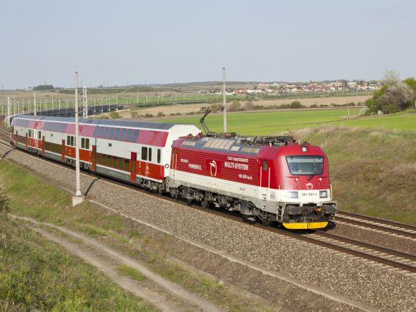 Společnost už má s dvoupodlažními jednotkami zkušenosti. Cestující se s nimi mohou setkat například na Slovensku. Zdroj: Škoda Transportation