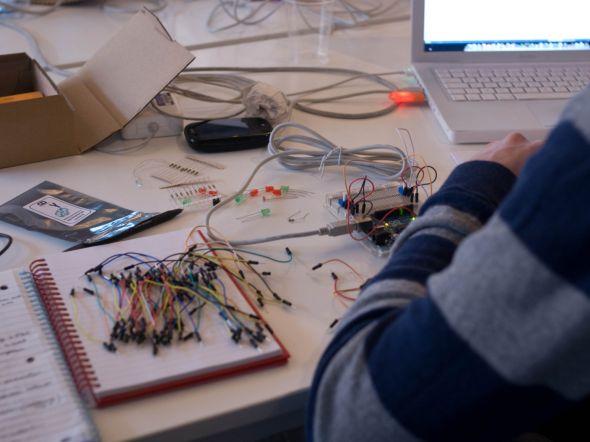 Ilustrační foto – V centru SIX se výzkumníci soustřeďují na výzkum komunikačních a informačních systémů a jejich komponentů provozovaných v perspektivních kmitočtových pásmech. Zdroj: Pixmac.cz
