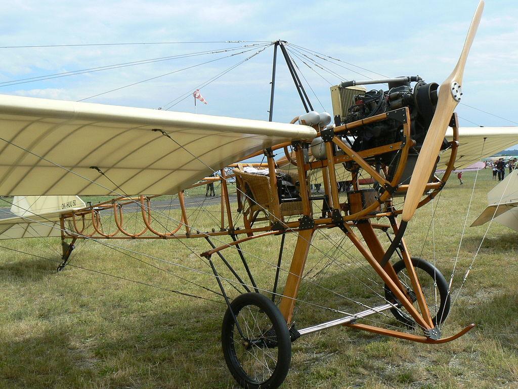 Replika letadla Metoděje Vlacha (zdroj: Wikipedia)