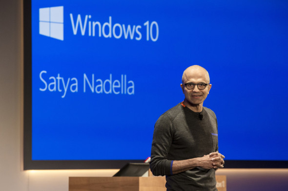Satya Nadella, současný šéf Microsoftu při prezentaci Windows 10. (zdroj: Microsotf)