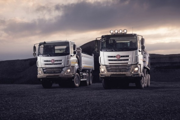 Modelová řada těžkých nákladních vozidel Tatra Phoenix, hlavní výrobní program civilního sektoru automobilky, je založena na kombinaci osvědčeného podvozku tatrovácké koncepce, kabiny DAF, motoru značky Paccar, dodávaného rovněž společností DAF Trucks a převodových skříní značek ZF či Allison. Ilustrační foto: Tatra Trucks