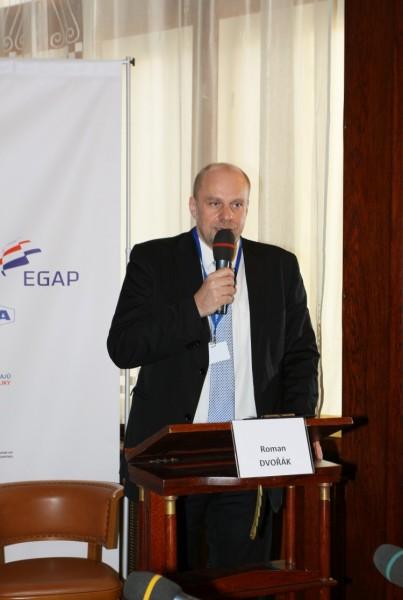 Roman Dvořák, šéfredaktor a vydavatel MM Průmyslové spektrum, moderátor závěrečné diskuze. Foto: Exponet
