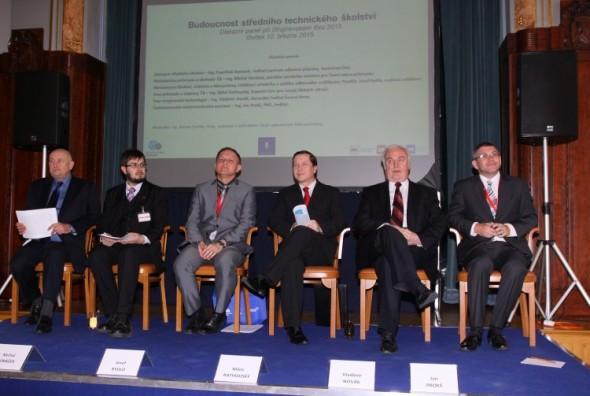 Účastníci závěrečného diskuzního fóra. Foto: Exponex