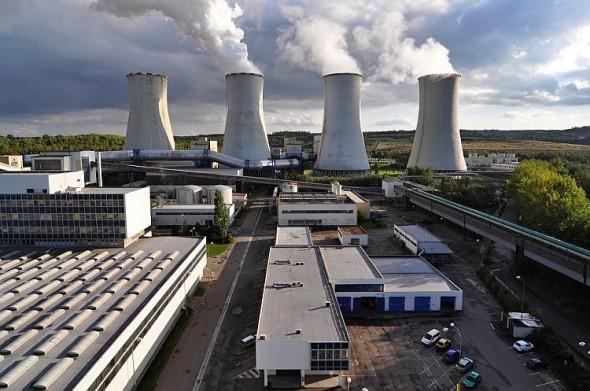Elektrárna Chvaletice: chladicí věže. Foto: Severní energetická