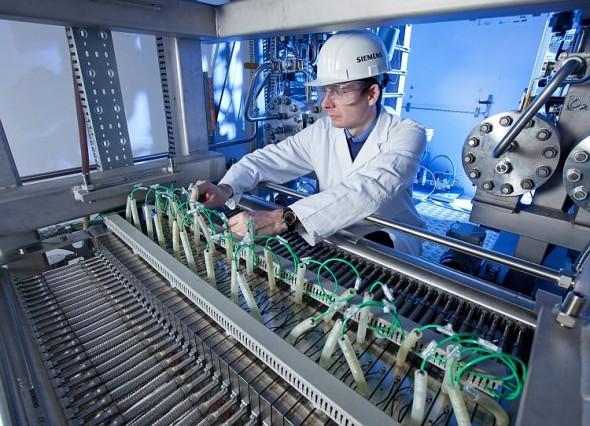 Inženýři společnosti Siemens vyvinuli elektrolyzér založený na výměně protonů s reakční dobou v řádech milisekund. Je tedy vhodný pro nestabilní toky elektrické energie. Foto: Siemens