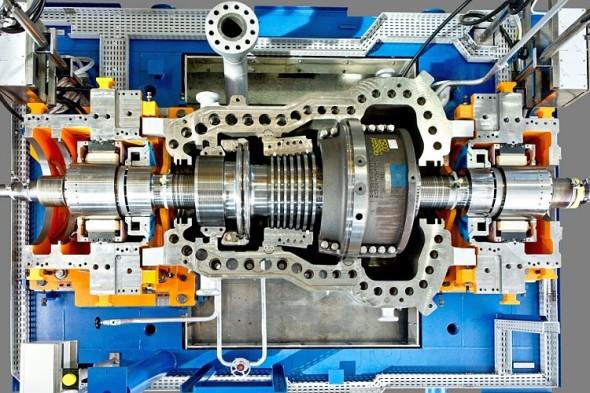 První parní turbínou s levitujícím rotorem úspěšně uvedenou do provozu je turbína SST-600, která se nachází v Jänschwaldské elektrárně (jižně od Berlína). Slouží zde jako jedna z dvanácti turbín pohánějících vodní pumpy. Turbína má výkon 10 MW a pracuje při 5 700 otáčkách za minutu. Obecně lze technologií pro levitaci rotoru vybavit turbíny s rotory vážícími až 10 tun (čemuž odpovídá výkon až 40 MW). Foto: Siemens