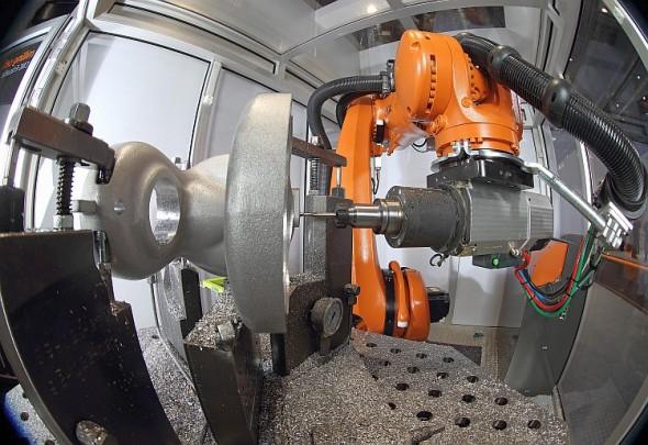 Robot KUKA KR300 R2500 ultra SE. Foto: archiv společnosti KUKA Roboter CEE