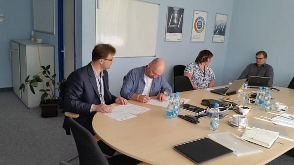 Podpis akceptačních protokolů a předání PLM systému do ostrého provozu. Foto: Dytron