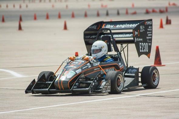 Formule eForce při závodě v USA. Zdroj: ČVUT