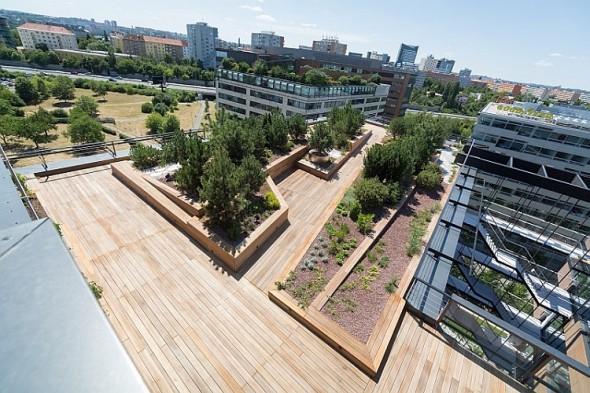 Nové sídlo ABB v budově DELTA -  boční pohled na střešní terasu. Zdroj: ABB ČR