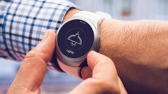 První česká aplikace na operačním systému Tizen, která spojuje Samsung Smartwatch (Gear S2) a SmartHome, se jmenuje iNELS Home Control. Tu má zákazník nainstalovanou z aplikace Samsung app přímo v chytrých hodinkách. Zdroj. Samsung/Elko EP