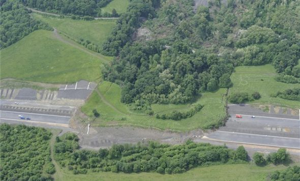 Sesunutá část dálnice D8.